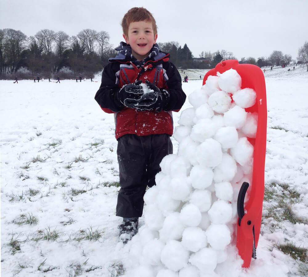 Battle sledges: a fun snow activity